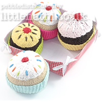 knitted cakes plain tt